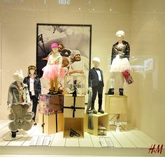 photographer retail christmas in store displays | Christmas windows 2012 Budapest 02 H&M Christmas windows 2012 ...