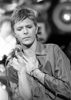 """night-spell: """" David Bowie during recording of Marc Bolan's TV show """"Marc"""" (Granada Television for the UK ITV), Manchester, 7 September 1977 © REX Features """" David Bowie Starman, David Bowie Ziggy, Glam Rock, The Thin White Duke, Pretty Star, Pretty Men, Marc Bolan, Gothic Rock, Thing 1"""