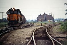 Milwaukee Road (East) by John F. Bjorklund – Center for Railroad Photography & Art Railroad Photography, Art Photography, Railroad Pictures, Milwaukee Road, Old Trains, Train Pictures, Model Train Layouts, Diesel Locomotive, Train Tracks
