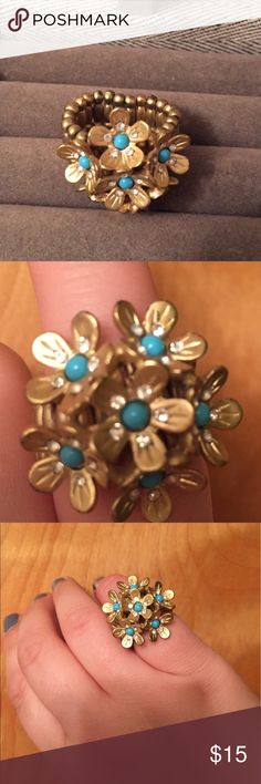 🆕 floral burst ring Super cute stretchy ding! Great condition. 👺NO TRADES DONT ASK! ✌🏼️Transactions through posh only!  😻 friendly home 💃🏼 if you ask a question about an item, please be ready to purchase (serious buyers only) ❤️Color may vary in person! 💗⭐️Bundles of 5+ LISTINGS are 5️⃣0️⃣% off! ⭐️buyer pays extra shipping if likely to be over 5 lbs 🙋thanks for looking! Jewelry Rings