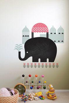 Elephant Ardoise par WeeGallery - Visiter le Taj Mahal à dos d'éléphant et révéillez les talents artistiques de vos petits! Livré avec de la craie :)