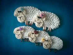 Lamb brooch. Free pattern: http://www.ravelry.com/patterns/library/lamb-brooch