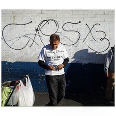 Hilary 4 prez / gang sign #losangeles #streetphotography