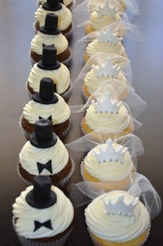 Cupcakes novios - Moreandmore Tutorial and Ideas Wedding Cookies, Wedding Cupcakes, Bride Cupcakes, Deco Cupcake, Love Cupcakes, Lemon Cupcakes, Mini Cakes, Cakes And More, Dessert Table