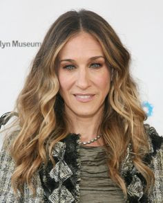 Sarah Jessica Parker Metallic Eyeshadow - Sarah Jessica Parker added a dash of shimmer to her natural look with copper shadow that was rimmed around her upper and lower lids.