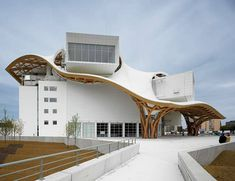 Architecture Design of Centre Pompidou-Metz by Shigeru Ban Architects A As Architecture, Japanese Architecture, Futuristic Architecture, Contemporary Architecture, Maquette Architecture, Contemporary Art, Shigeru Ban, Big Beautiful Houses, Beautiful Homes