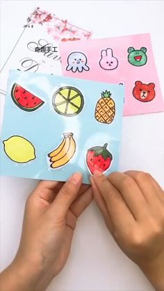 Diy Crafts Love, Diy Crafts For Girls, Cool Paper Crafts, Paper Crafts Origami, Diy Crafts Hacks, Diy Craft Projects, Instruções Origami, Diy Stickers, Homemade Stickers