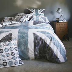 Modern Union Jack, more adequate in a light blue version for the new teenage girl bedroom