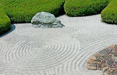 Japanese gravel / zen garden