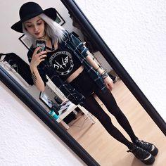 Clothing Styles For Women - Fashion Trends Emo Outfits, Grunge Outfits, Cute Outfits, Fashion Outfits, Womens Fashion, Fashion Trends, Petite Fashion, Dark Fashion, Grunge Fashion