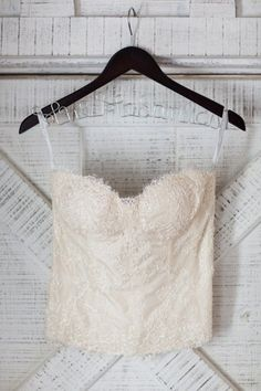 lace corset top by http://moniquelhuillier.com/ Photography by Jonathan Young Photography / jyweddings.com