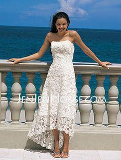 Superbe robe de mariée style très originale sertie de perle et de strass.