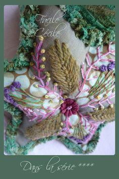 Voici la 7ème...toute bordée d'un rang de brides au crochet avec ce fil éponge dont j'adore la couleur et le...