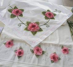 Güller ve güller..  Elimize sağlık o zaman.. . . . #igneoyasi #istanbul #tesbih #tesbihkutusu #ceyizlik #crochet #ribbon #ribbonembroidery #tutorial #diycrafts #amigurumi #roses #lovely #lovers #istanbul #ismek #handmade #art #artcrawl #artcraft  #turkey #photooftheday #picoftheday #diy #handmade #artcraft #artcrawl #lace #diycrafts #rihanna #ladygaga #dantelanglez #necklace #jewellery #tbt