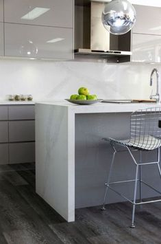 ideas kitchen grey granite carrara marble for 2019 - Marble Kitchen Stone Benchtop Kitchen, Kitchen Flooring, Kitchen Countertops, Kitchen Furniture, Kitchen Interior, New Kitchen, Kitchen Decor, Kitchen Grey, Kitchen Ideas