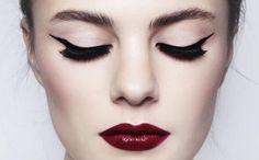 Heller Teint, purpurfarbene Lippen und schwarzes Haar. Die #Anleitung für das edle #Schneewittchen #Make-up, das du in 4 Schritten nachschminken kannst!