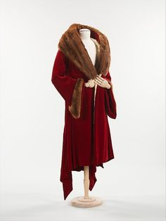 1930s fur coat. This was popular with women of high society. This was popular with Hollywood glam and celebrities.