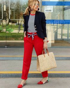 New Womens Fashion Spring Preppy Navy Ideas Mature Fashion, Over 50 Womens Fashion, Fashion Over 50, Work Fashion, Spring Fashion, Fashion Fashion, Red Pants Outfit, Mode Ab 50, Estilo Navy