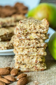 Recipes Snacks 3 Ingredients Easy and filling, these healthy breakfast bars made with oatmeal only have 3 ingredients. Snag this fast and easy homemade breakfast recipe for your busy little family and as a healthy snack option. Oatmeal Breakfast Bars Healthy, Healthy Bars, Health Breakfast, Healthy Foods To Eat, Healthy Snacks, Breakfast Recipes, Apple Breakfast, Homemade Breakfast, Healthy Low Calorie Breakfast