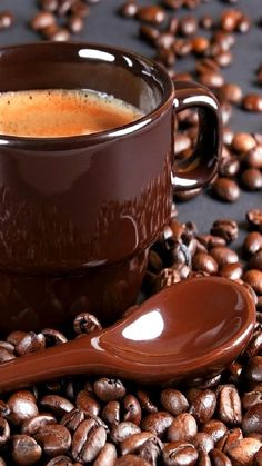 Coffee beans and coffee colored cup and spoon to match. bon café via divergent I love a good cup of coffee☕️ Coffee Can Crafts I Love Coffee, Coffee Break, My Coffee, Morning Coffee, Coffee Cafe, Coffee Drinks, Coffee Can Crafts, Café Chocolate, Pause Café