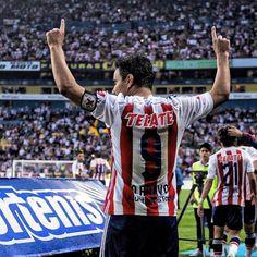 Omar Bravo máximo goleador de las chivas de Guadalajara tras llegar a 123 goles con el club vs Morelia 12/08/2015