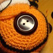 Пуговичное крепление головы вязаных игрушек