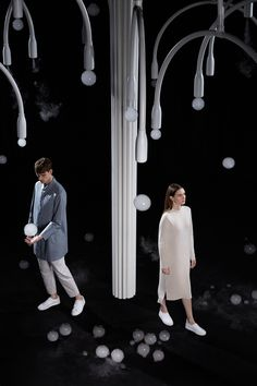 Studio Swine (Super Wide Interdisciplinary New Explorers) is a collaboration between Japanese Architect Azusa Murakami and British Artist Alexander Groves. Interactive Installation, Installation Art, Milan Design Week 2017, Spring Studios, Stage Design, Contemporary Fashion, Contemporary Design, Fashion Photography, Bubbles
