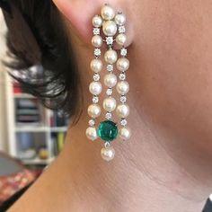Earrings Studs SABBA Natural Pearl, Colombian Emerald and Diamond Ear Pendants Emerald Earrings, Pearl Drop Earrings, Chandelier Earrings, Pearl Jewelry, Indian Jewelry, Gold Jewelry, Fine Jewelry, Emerald Gemstone, Bridal Jewelry