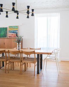 Mario + Mel (@mariomasmel) en Instagram: #laCasadeMariomásMel ✨ #habitatandhome #pursuepretty #interiorstyling #interiordecor #interiores #homestyling #decorating #interiorinspiration #homedesign #homeinspiration #interiordecorating #homeinspo #sweethome #thehappynow #thisisdarling #apartmenttherapy #theartofslowliving #homedecorating #interior4all #earthinspiredhome #jungalowstyle #theartofslowliving #flashesofdelight #makemoments #darlingmovement #our_everyday_moments Interior Styling, Interior Decorating, Mario, Apartment Therapy, Interior Inspiration, Sweet Home, Dining Table, House Design, House Styles