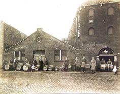 Distilleerderij de Zwaan de Noordvest t personeel/ firma Meder /jaren30?