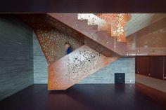 blickpunkt glasfasern design treppe kupfer gelöchert stufen