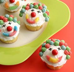 Clown Cupcakes - These would be so easy to make (the decorations) and fantastic for a child's birthday theme!