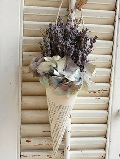 Dried French Lavender in Vintage French Book Cone / Dried Lavender Arrangement – Growing Lavender Gardening - Growing Plants at Home Lavender Crafts, Lavender Flowers, Dried Flowers, Lavender Ideas, Lavander, Lavender Decor, Lavender Bouquet, Freesia Bouquet, Gift Flowers