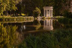 Reflection by Dave Mane on 500px Photo prise dans le parc du château de Chantilly en France.