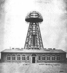 Dos físicos rusos quieren reconstruir la torre Tesla para dar energía sin cables al mundo - RT