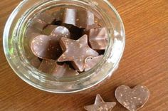Toblerone home with Thermomix, a recipe of the famous chocolate bars easy and simple to prepare to have fun and surprise his entourage. Cooking Chocolate, Chocolate Recipes, Chocolate Smoothies, Chocolate Shakeology, Chocolate Drizzle, Chocolate Chocolate, Chocolate Candies, Melting Chocolate, Bonbon