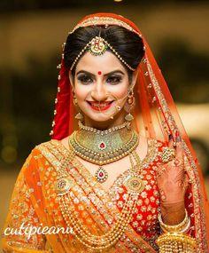 Anarkali ♥ lengha ♥ bridal lehenga ♥ jewellery ♥ Indian ♥ fusion ♥ wedding ♥ dress ♥ saree ♥ sari ♥ hair ♥ desi ♥ tikka ♥ henna ♥ menhdi ♥ bride ♥ what lovely eye's yeah👍 Indian Bridal Makeup, Indian Bridal Wear, Asian Bridal, Bride Indian, Bridal Beauty, Indian Weddings, Bridal Outfits, Bridal Dresses, Look Fashion