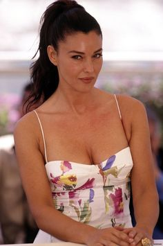 "Monica Bellucci attends the ""Irreversible"" Photocall at the Annual Cannes Film Festival on May 2002 in Cannes, France. Monica Bellucci Fotos, Monica Bellucci Joven, Monica Bellucci Young, Monica Belluci, Beautiful Celebrities, Beautiful Actresses, Beautiful Women, Italian Actress, Cannes Film Festival"