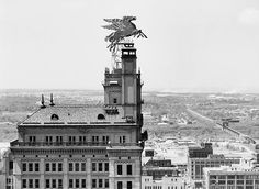 Pegasus atop the Magnolia building in Dallas, 1950.