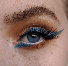 Orange eyeshadow with blue eyeliner The post Orange eyeshadow with blue eyeliner appeared first on Make Up. Makeup Goals, Makeup Inspo, Makeup Inspiration, Makeup Tips, Makeup Ideas, Diy 80s Makeup, Makeup Hacks, Makeup Tutorials, Nail Inspo