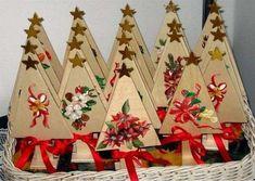 Lavoretti di Natale: 30 mini Alberi ottimi anche come segnaposto Lavoretti di Natale: 30 mini Alberi ottimi anche come segnaposto Xmas Crafts, Diy And Crafts, Christmas Time, Christmas Ornaments, Advent Calendar, Holiday Decor, Home Decor, Mini, Google