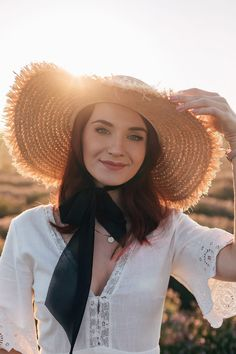 Un câmp de lavandă, totuși – Andreea Balaban Summer Hats, Aesthetic Photo, Girl With Hat, You Are Beautiful, Portrait Photography, Photography Ideas, Summer Outfits, Summer Clothes, Style Guides