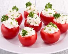 I have a million cherry tomatoes in the garden, these look delicious! Creamy Feta and Cucumber-Stuffed Cherry Tomatoes Bite Size Appetizers, Healthy Appetizers, Healthy Snacks, Healthy Eating, Healthy Recipes, Ww Recipes, Great Recipes, Cooking Recipes, Cooking Chef