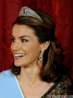 Letizia wore the Prussian tiara for the Argentine state banquet in Madrid, February 2009 (Carlos Alvarez/Getty Images) Royal Crowns, Royal Tiaras, Tiaras And Crowns, Princess Letizia, Queen Letizia, Royal Jewelry, Jewellery, French First Lady, Princess Of Spain