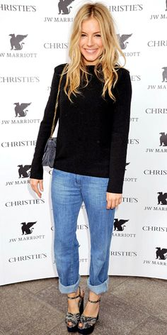 #SiennaMiller #Celebrity #Recreate Okay, I know I always repeat this, but c'mon: easiest outfit ever! Black sweater, rolled-up boyfriend jeans, and platforms. Or you could even do a stiletto. I would probably pile on a few necklaces to add even more interest.