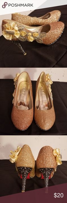 Gold sparkle glitter high heel stiletto shoes New never worn Gold glitter/sparkle high heel stiletto shoes embellished with flowers size 8 Heel height 10 cm Platform height 1.5 cm  (I want to note that the bottom of the shoe says 40. But I am a solid size 8 and they fit me perfect.) Shoes Heels