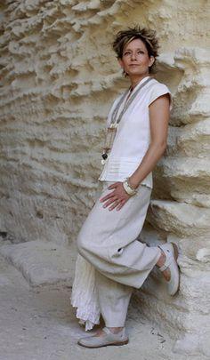 Pantalon en lin et chemisier blanc en soie/coton