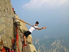 Luonto & Retkeily: Deadliest Hike in the World: Mount Huashan, China