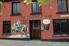 The Corner Bar, dans le comté du Donegal ! #pub #ireland #donegal #travel #beer #party #irlande #europe #tradition #bar Corner Bar, Donegal, Celtic, Roots, Broadway Shows