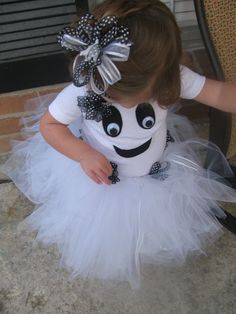 @Chalese Clampitt, you could help me w/ this right? :)Girl ghost - What a cute costume!